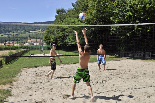 [Translate to Deutsch:] Terrain de beach volley au camping des Pêches du Landeron