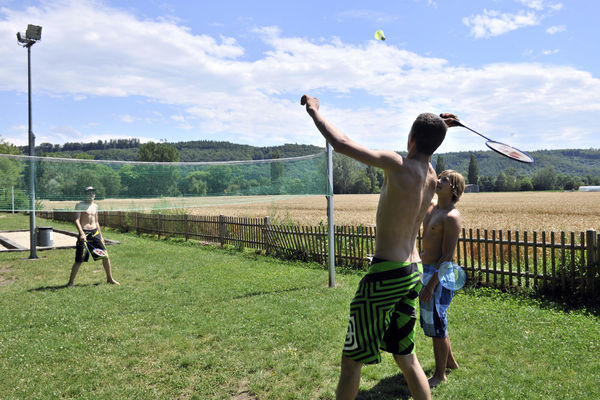 [Translate to Deutsch:] Terrain de badminton au camping des Pêches du Landeron